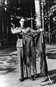 historical-photos-pt6-hitler-pants-assasination-attempt-rastenburg-east-prussia-1944