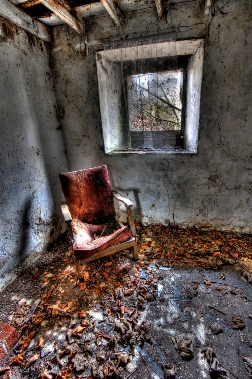 DJA-AD-057-Overgrown-Cottage-Reading-Chair-1000x1506